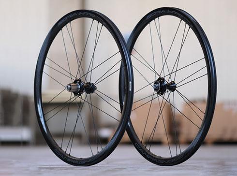Ultra Wheels UA4 Pneus /ét/é de 19 avec jantes en aluminium