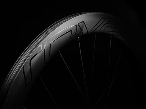 afc21aacac2 Specialized présente une nouvelle paire de roues aérodynamiques, les Roval  CLX 50, qui viennent compléter la gamme des CLX 32, CLX 40 et CLX 64.