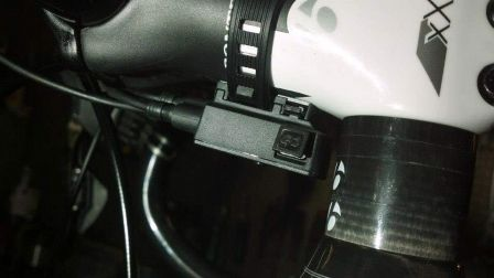 2013-Shimano-Dura-Ace-Di2-9070-charging-port01.jpg
