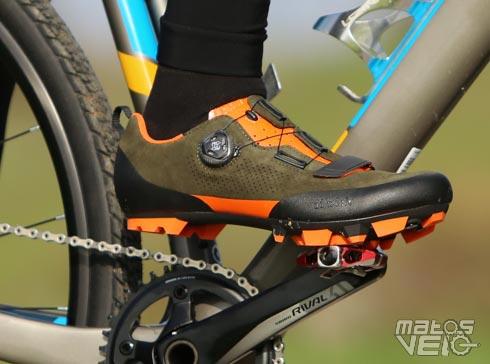 f70b38be7494 La paire de chaussures Fizik Terra X5 se destine à la compétition à VTT ou  pour une simple sortie rando grâce à son confort. Point de VTT sur Matos  Vélo, ...
