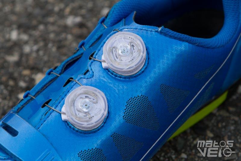 b4a3e3efd7e679 Le serrage fait appel à deux disques Boa IP1S sur le haut de la chaussure  et un velcro (relativement long d'ailleurs) sur l'avant du pied.