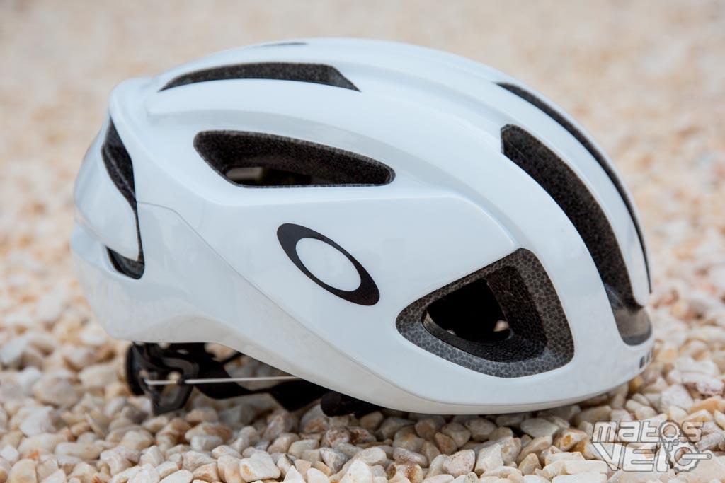 Proposé à 180€ (mais on le trouve à 160€ ici), ce casque Aro 3 présente une  forme relativement ronde, notamment sur la partie avant, qui fait  légèrement ... ad7f4b9d15d0