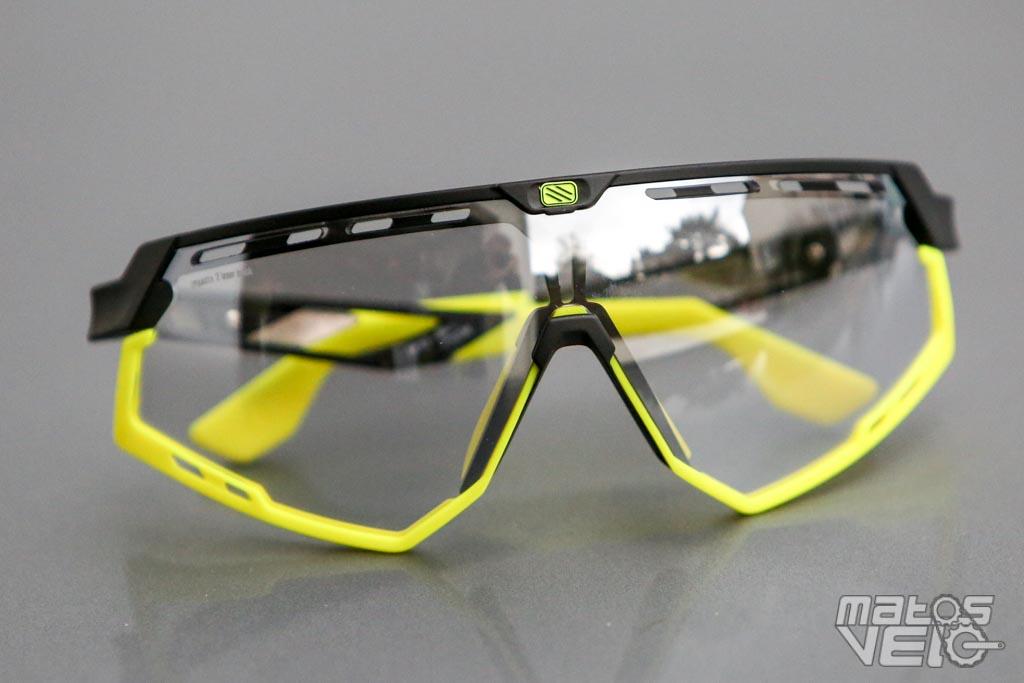 875cabd6532 Annoncées à 28g, j'ai pesé mes exemplaires à 33g. Notons que ces lunettes  sont entièrement fabriquées en Italie.