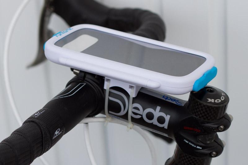 test du support de guidon runtastic bike case pour android matos v lo actualit s v lo de. Black Bedroom Furniture Sets. Home Design Ideas
